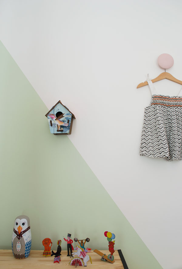 Bright_Renter_Friendly_Kids_Room_Decor