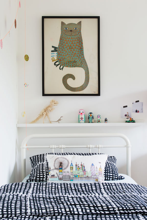Bright_Renter_Friendly_Kids_Room_Decor_Ideas_IKEA_Bedding