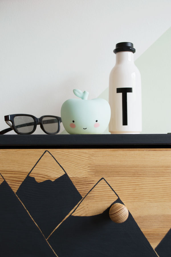 Bright_Renter_Friendly_Kids_Room_Decor_Ideas_IKEA_Rast_Apple_Light