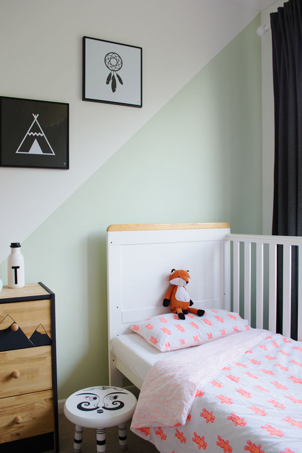 Bright_Renter_Friendly_Kids_Room_Decor_Ideas_Lulu_Nat_Bedding