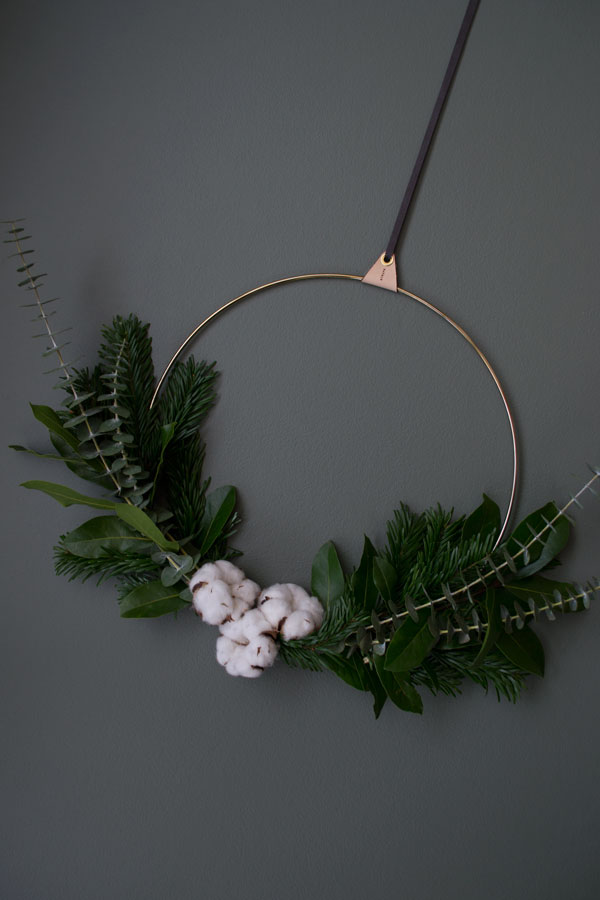 DIY minimal wreath Christmas styling inspiration minimalist Christmas